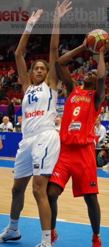 Emméline Ndongue and Sancho Lyttle © womensbasketball-in-france.com