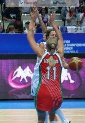 Céline Dumerc and Yelena Leuchanka  at the 2010 FIBA World Championships  © womensbasketball-in-france.com