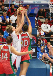 Jana Veselá and Anastasiya Verameyenka at the FIBA  World Championship Women   © womensbasketball-in-france.com