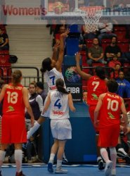 Marielle Amant hits the basket © womensbasketball-in-france.com