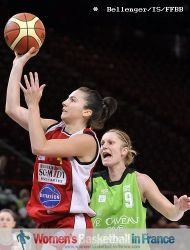 Caroline Trottin beating Katarina Simkulakova to the basket © Bellenger/IS/FFBB
