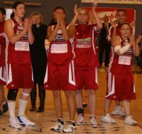 Roche Vendée players say thank you ©  womensbasketball-in-france.com