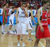 Belarus and the Slovak Republic at the  quarter-final of EuroBasket women 2009 © womensbasketball-in-france.com