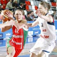 NatalliaMarchanka and Florence Lepron playing basketball at EuroBasket Women 2009 © Castoria - FIBA Europe
