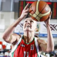 Yelena Leuchanka playing basketball in Riga Latvia for EuroBasket WOmen 2009 ©Castoria Fiba Europe