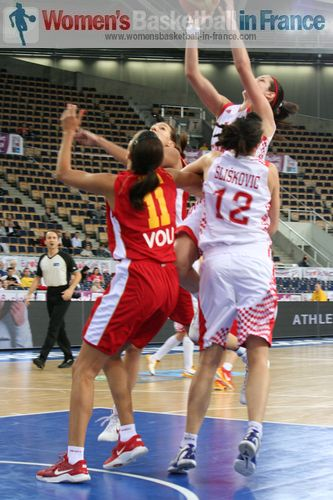 Montenegro/Croatia in the paint at EuroBasket Women 2011 © womensbasketball-in-france.com