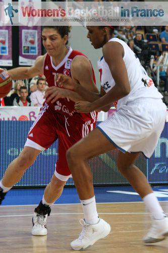 Nevriye Yilmaz and Sandrine Gruda at EuroBasket Women 2011 © womensbasketball-in-france.com