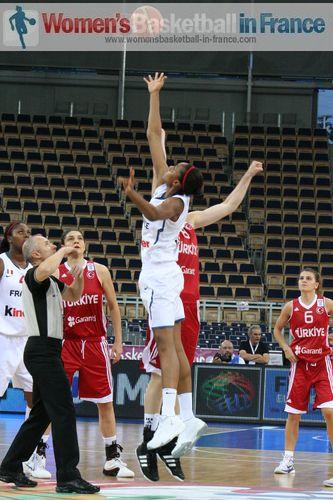 Tip-off France vs. Turkey at EuroBasket Women 2011 © womensbasketball-in-france.com