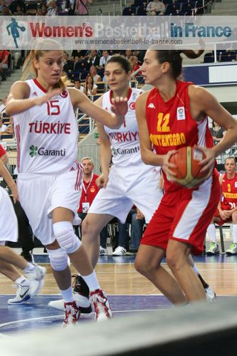 -Turkey playing Montenegro at EuroBasket Women 2011 © womensbasketball-in-france.com