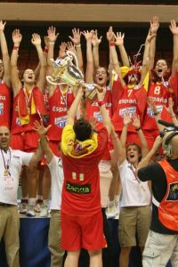Spain with the cup 2011  © womensbasketball-in-france.com