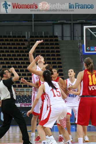 Tip-off Croatia vs. Montenegro at EuroBasket Women 2011 © womensbasketball-in-france.com