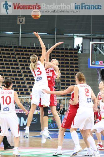 Tip-off Czech Republic vs. Russia at EuroBasket Women 2011 © womensbasketball-in-france.com