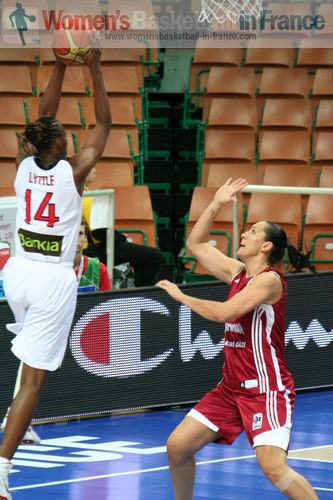 Sancho Lyttle about to score at EuroBasket Women 2011 © womensbasketball-in-france.com