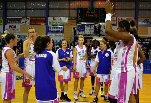 Tarbes players acknowledge fans © Alain Bouchard