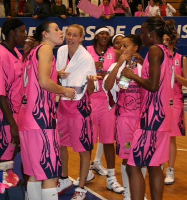 UHB win first EuroLeague match ©womensbasketball-in-france
