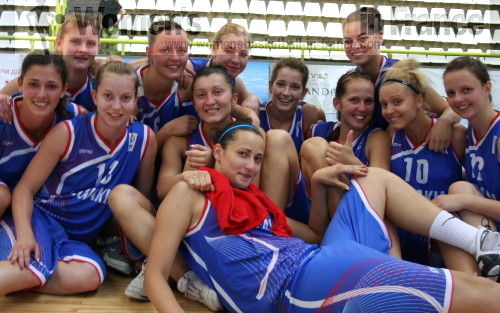 Slovak Republic U20 after first in  Macedonia © womensbasketball-in-france.com