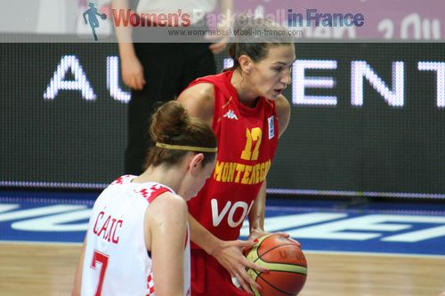 Iva Perovanovic at the free-throw line at EuroBasket Women 2011 © womensbasketball-in-france.com
