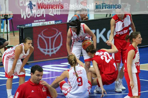 Players from Croatia and Poland on the floor at EuroBasket Women 2011 © womensbasketball-in-france.com