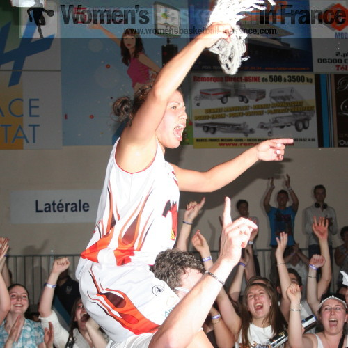Amel Bouderra celebrating promotion to the LFB (May 2010) © womensbasketball-in-france.com