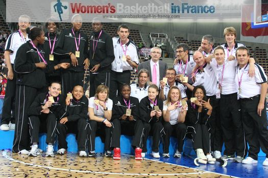 France Senior Women: Players and Staff with Bronze medal at EuroBasket Women 2011 © womensbasketball-in-france.com