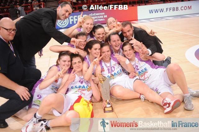 L'Union Féminine Angers Basket 49 - Trophée Féminin Coupe de France winners 2012 © Allée/FFBB