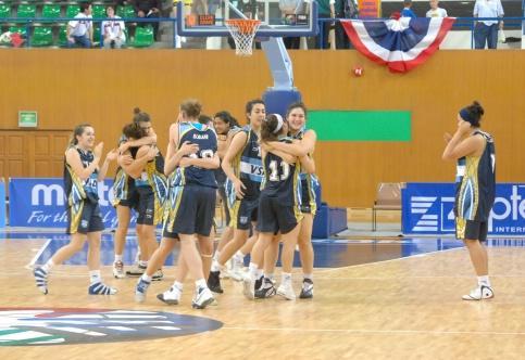 Argentina celebrate beating France © FIBA