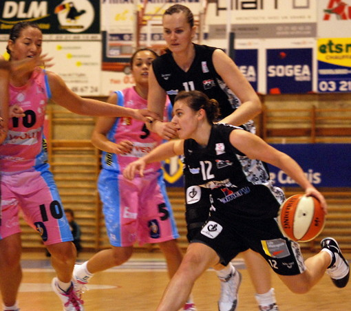 Mélissa Micaletto playing basketball for Armentières   © planet-soa.info