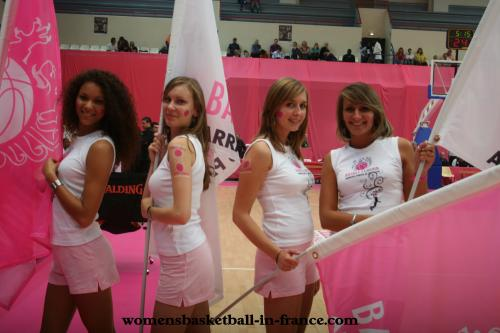 Arras Pays D'Artois Basket Féminin flag carriers at the open LFB   © womensbasketball-in-france.com