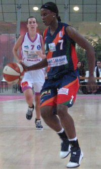 AwaGueye-lfbopen2009.jpg © womensbasketball-in-france.com