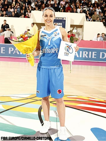 Becky Hammon wins three-points shooting contest at All Star Game in Paris © Ciamillo-Castoria