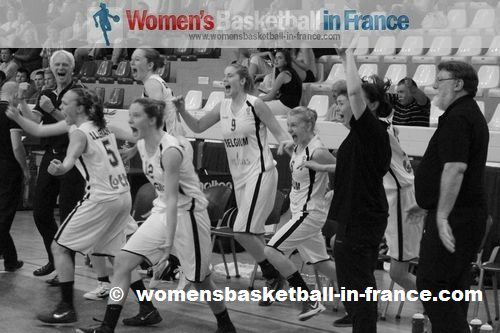 Belgium U16 players celebrating in Miskolc after beating France © womensbasketball-in-france.com