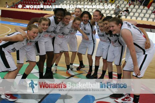 Belgium U16 players celebrating in Miskolc © womensbasketball-in-france.com
