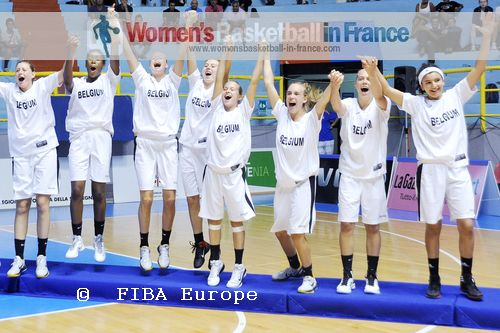 Belgium U16 players on the podium  © FIBA Europe - Castoria/Gregolin