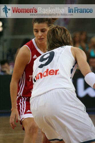 Birsel Vardarli facing Céline Dumerc