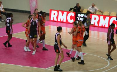 Bourges Basket and Toulouse at the Open LFB  © womensbasketball-in-france.com