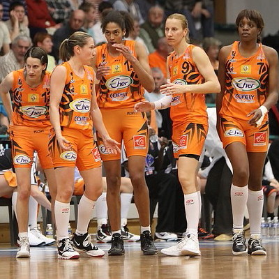 Bourges Basket players ready for LFB challenge round semi-final against Arras  © Olivier Martin