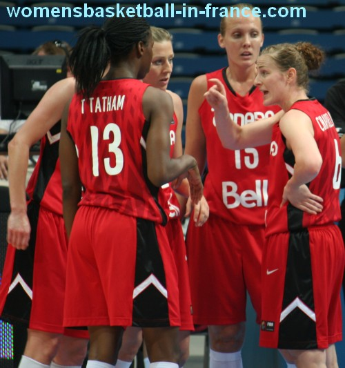Canadian players discussing at the 2010 FIBA World Championship for women © Womensbasketball-in-france.com
