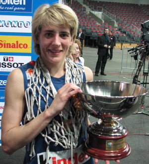 Cathy Melain with her last trophy as a player   © Miguel Bordoy Cano