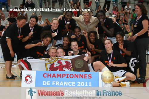 Cavigal Nice first LF2 Champions in 2011  ©  womensbasketball-in-france.com
