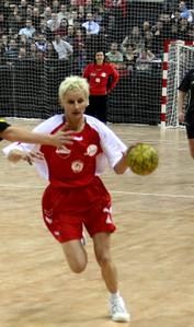 Corinne Bénintendi can play handball  © LE DL - Sylvain Muscio