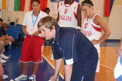Deirdre Hayes explains new systems © Womensbasketball-in-france.com