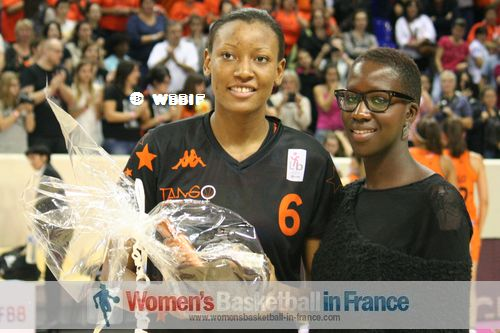 Diandra Tchatchouang holding game MVP award at 2013 Paris Open LFB
