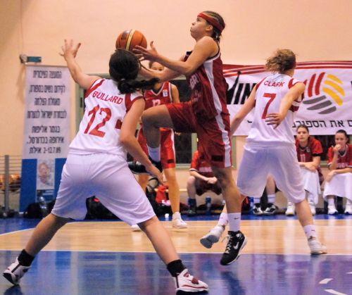 Dominika Gergely flying to the basket © ITSports Limor Noah
