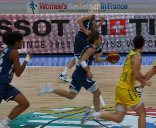 Céline Dumerc on the run against Australia at the 2010 FIBA World Championship for Women  © womensbasketball-in-france.com