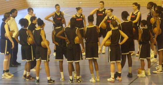 France U16's prepare for youth basketball tournament in Poinçonnet © FFBB