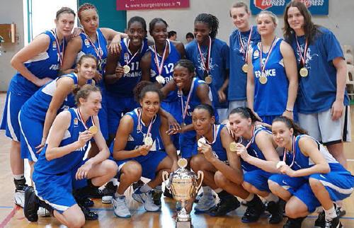 France U20 celebrate winning in Bourg-en-Bresse © womensbasketball-in-france.com
