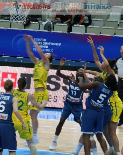 France against Australia at the 2010 FIBA World Championship for Women  © womensbasketball-in-france.com