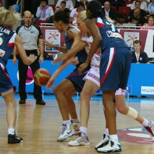 France and Russia playing the final of EuroBasket Women 2009 © Womensbasketball-in-france.com