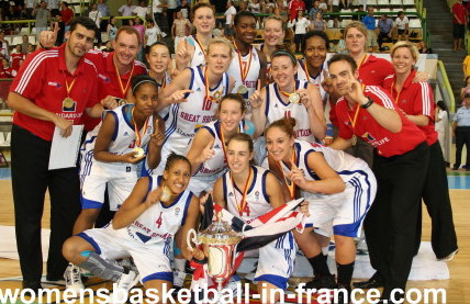 Great Britain celebrate winning the title in 2010 © womensbasketball-in-france.com