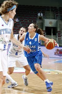 Dimitra Kalentzou playing at the EuroBasket women 2009 semi-final ©  Agenzia Ciamillo-Castoria/E.Castoria